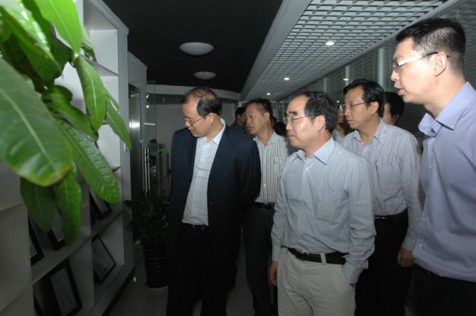 陕西省科技厅奚正平厅长、西安高新区管委会副主任杨明瑞一行到富华科技参观考察