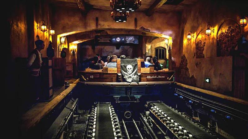 黑暗乘骑《加勒比海盗》迪士尼水上黑暗乘骑详解